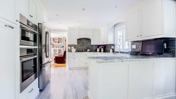 D)-white-cabinets-with-granite-countertop_1800