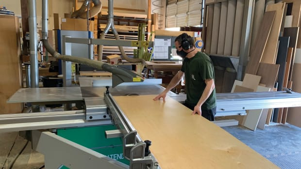 B)-Rivendell-sliding-table-saw