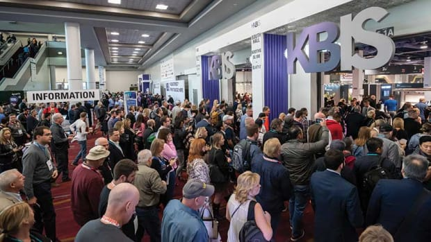 A)-KBIS-2020-crowd-2