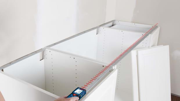 Bosch-blaze-measuring-device-in-action