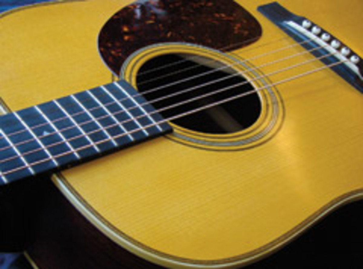 Mountainsong Instruments offers custom guitars and mandolins by Bill Lunstrum and Larry Cochran.