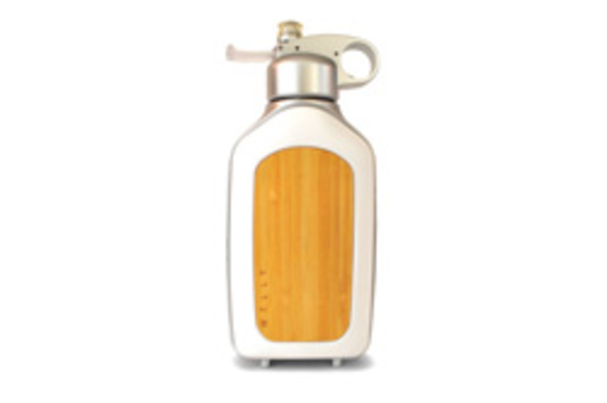 The new bamboo-paneled water bottle from Welly purifies enough water to replace 300 plastic bottles.
