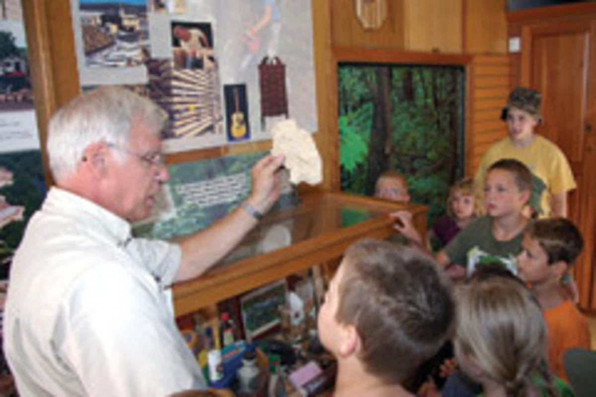 Students tour the WoodMobile.