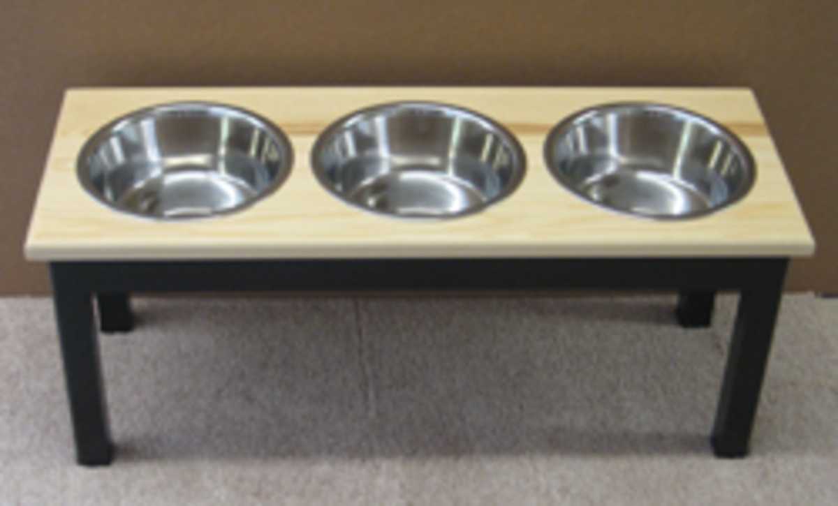 Top-selling products include pet dish stands and crates.
