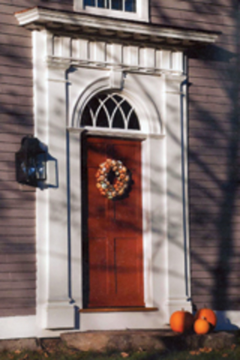 Maurer & Shepherd Joyners built this reproduction of an early 19th century Federal entryway