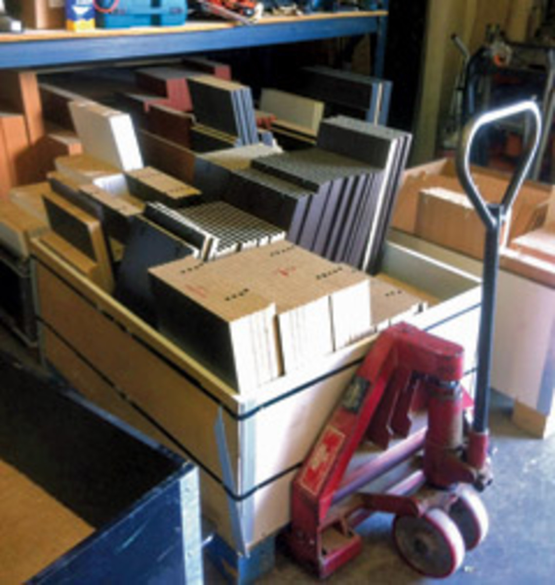 Single-unit batching involves moving a set of parts through the shop as a unit.