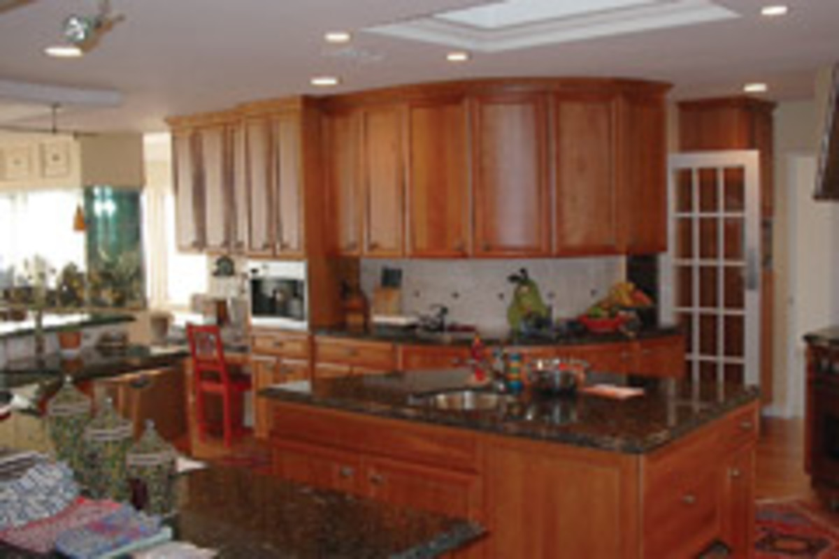CCS Cabinets produces about 12 to 15 kitchens per year. It has been a member of the National Kitchen and Bath Association since 1997.