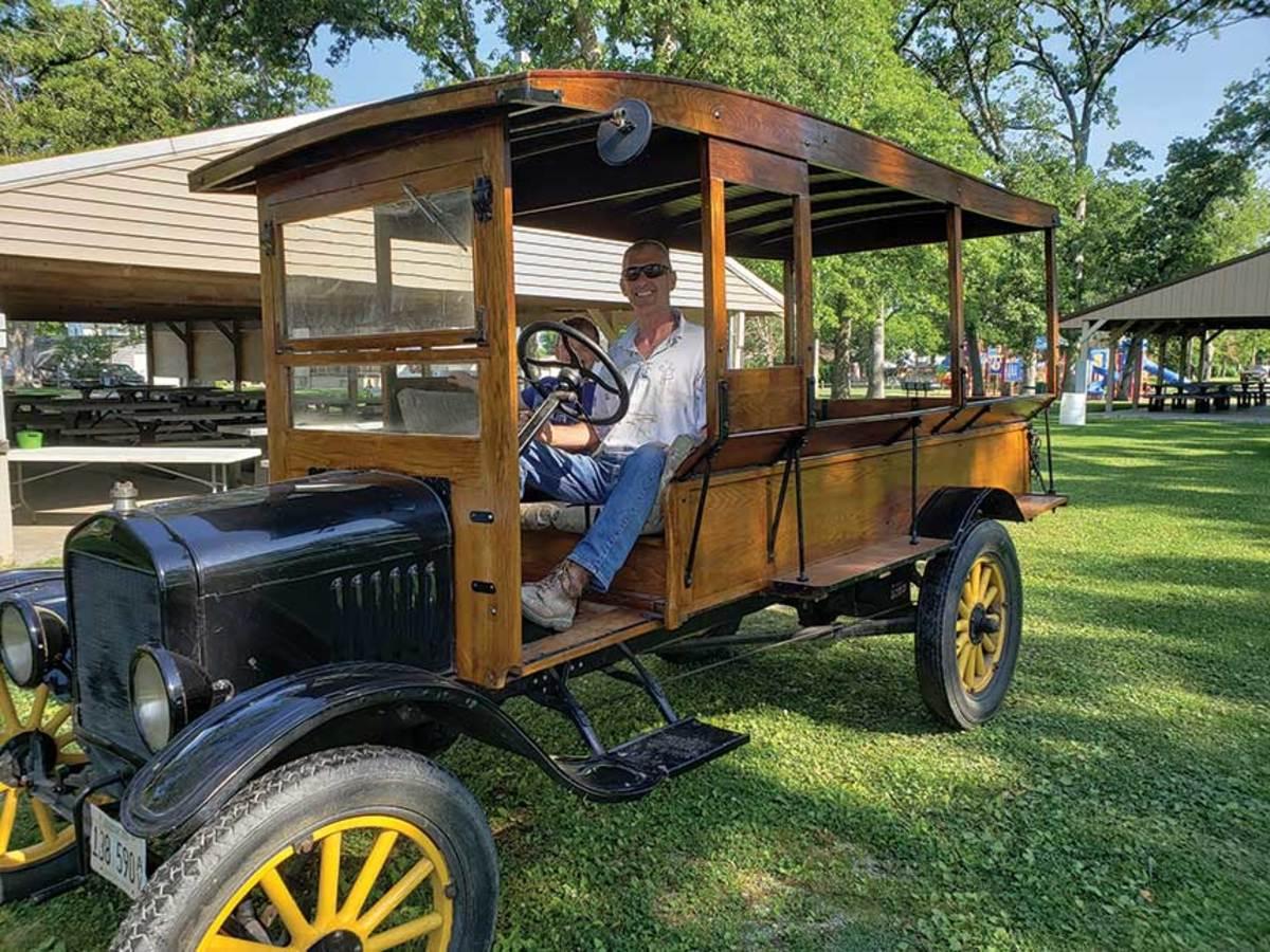 E)-Doug-White-on-carriage