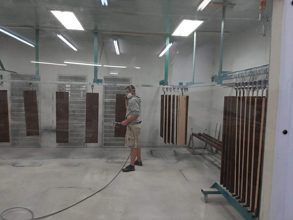 A)-Guffey-system-spraying-application