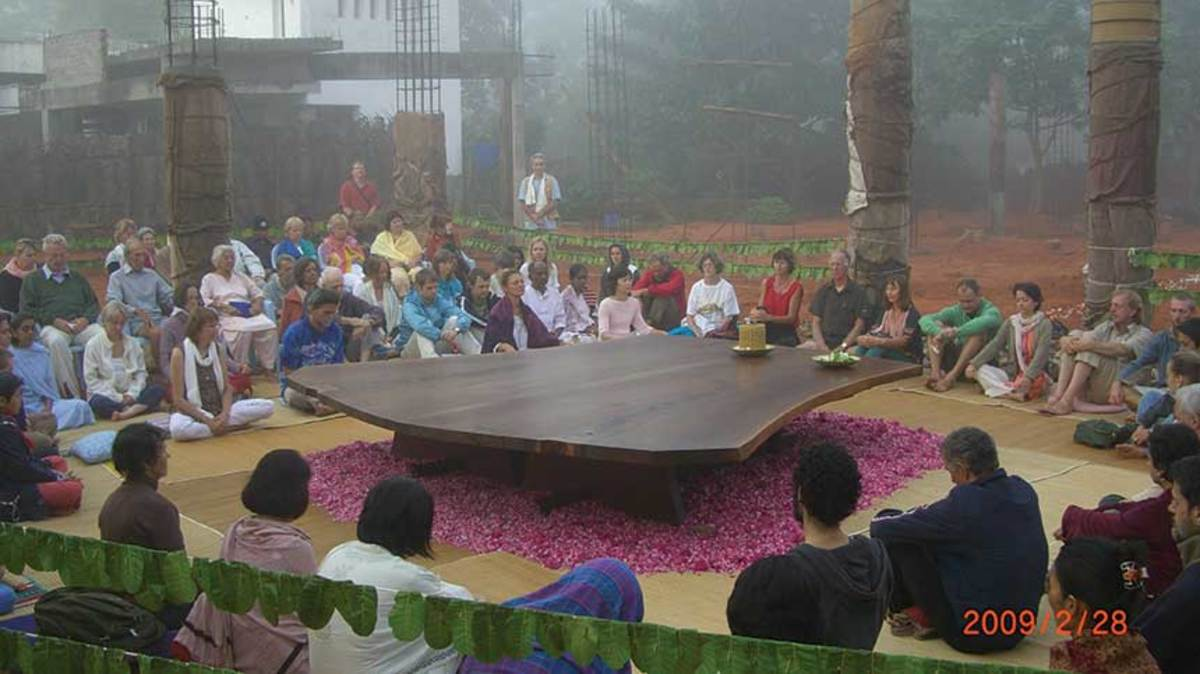C)-Auroville,-India-Peace-table-Meditation