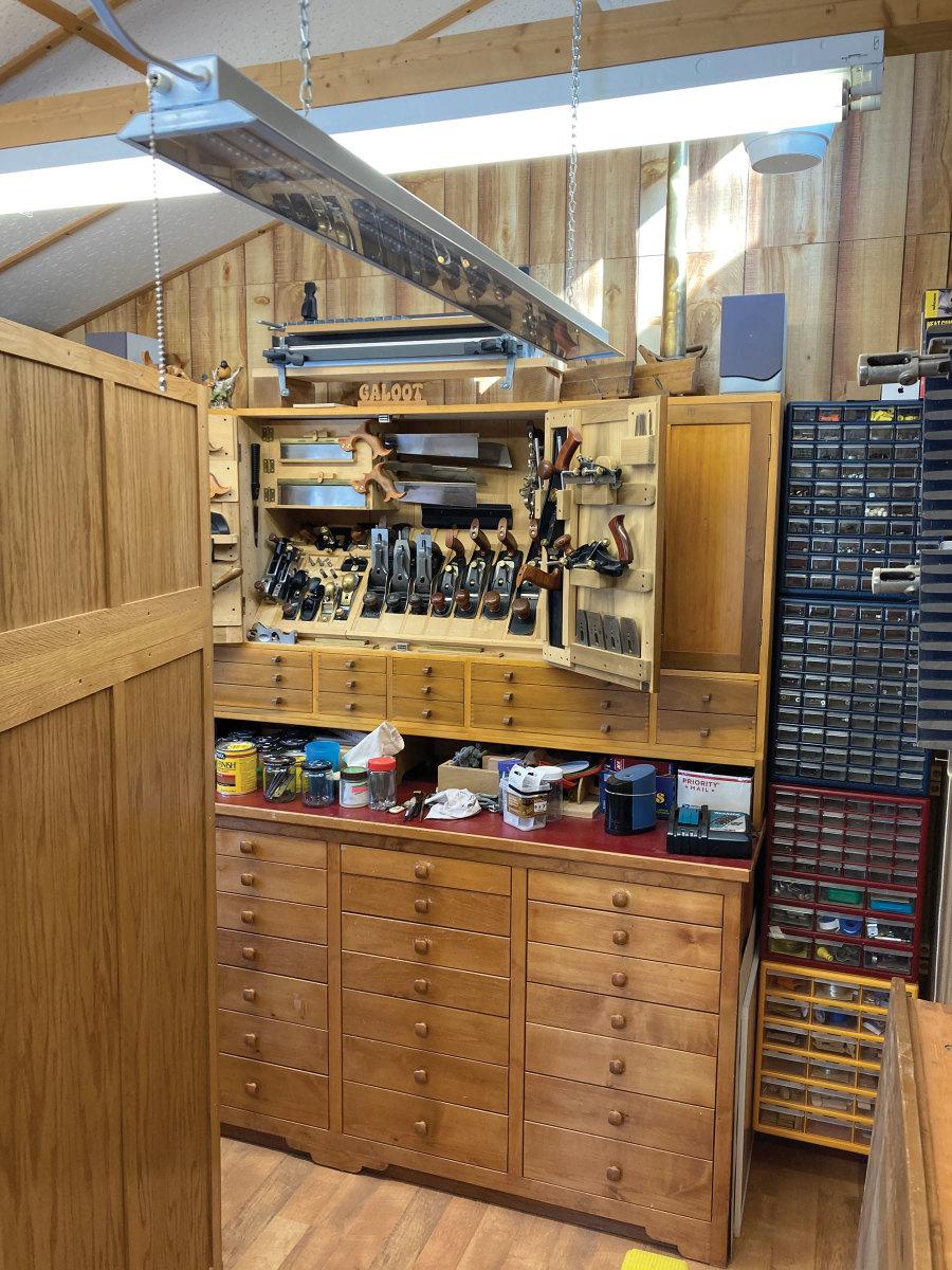 2_Tool-Cabinet